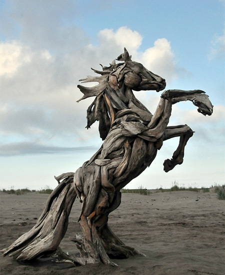 Artistic sculptures and furniture made out of driftwood for Cool things made out of horseshoes