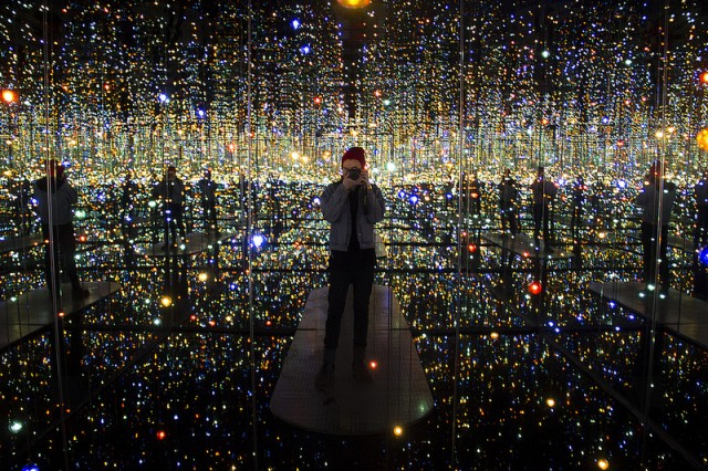 fantastic-amazing-art-installation-Infinity-Mirrored-Room (3)