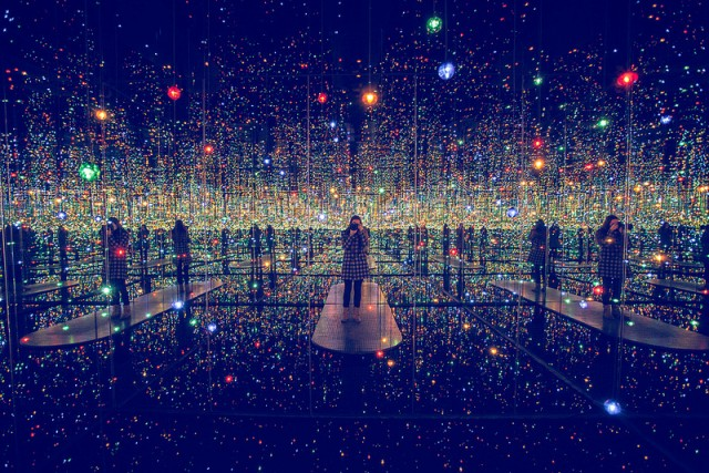 fantastic-amazing-art-installation-Infinity-Mirrored-Room (4)