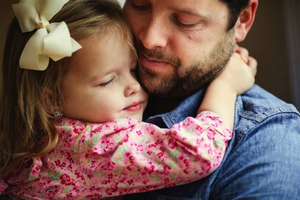Father-and-Daughter-family-moments-memories-love-house-touching-photos (9)