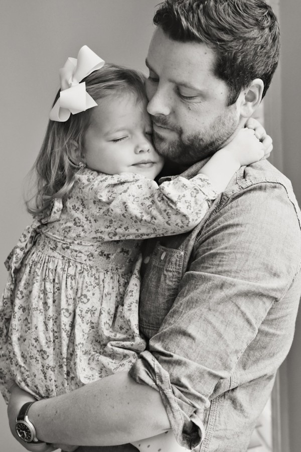 Father-and-Daughter-family-moments-memories-love-house-touching-photos
