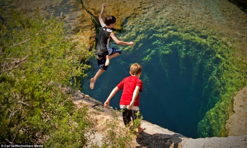 Jacobs-Well-spring-Texas-cave-hole-in-the-water-photos