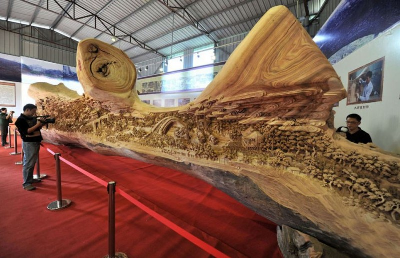 Worlds-Longest-Wooden-sculpture-Carving-Guiness-Book-World-Records (1)