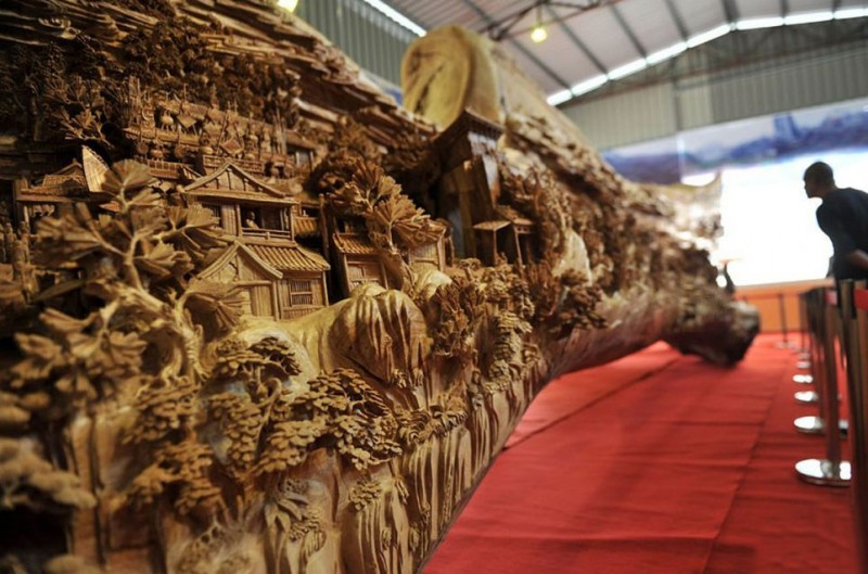 Worlds-Longest-Wooden-sculpture-Carving-Guiness-Book-World-Records (2)