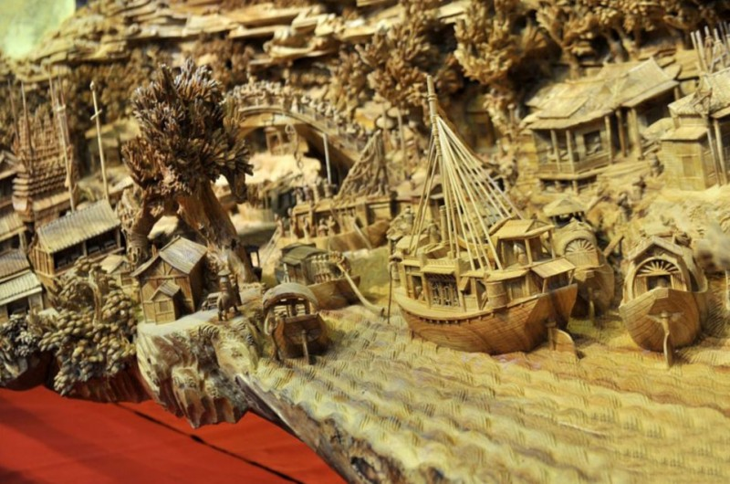 Worlds-Longest-Wooden-sculpture-Carving-Guiness-Book-World-Records (3)