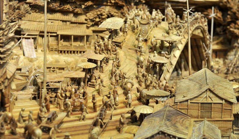 Worlds-Longest-Wooden-sculpture-Carving-Guiness-Book-World-Records (4)