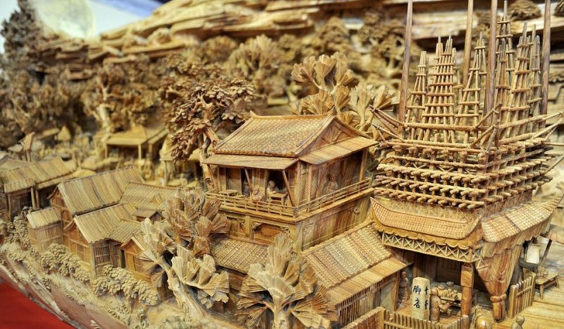 Worlds-Longest-Wooden-sculpture-Carving-Guiness-Book-World-Records