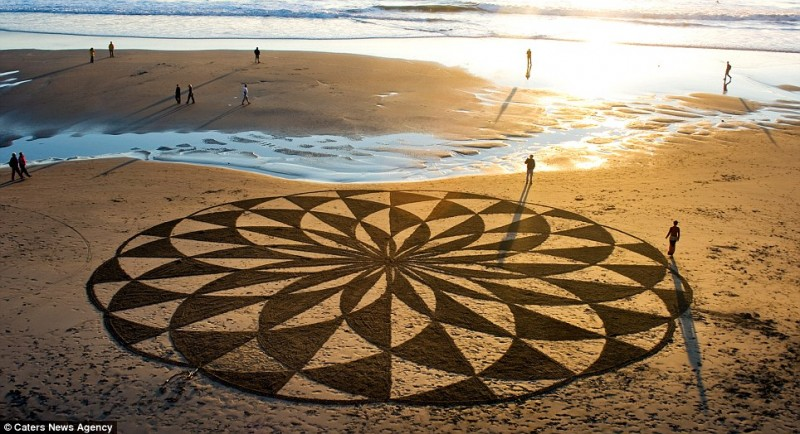 amazing-beautiful-sand-darwings-artworks (3)