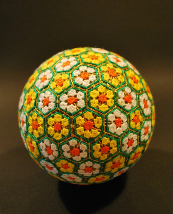 cute-beautiful-Embroided-Traditional-Japanese-Temari-Balls (3)