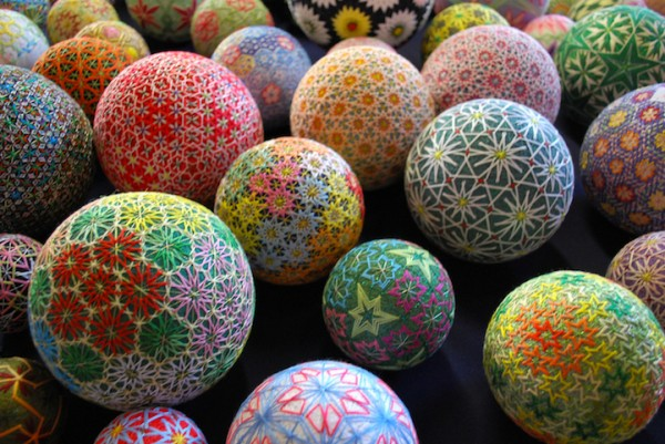 cute-beautiful-Embroided-Traditional-Japanese-Temari-Balls (4)