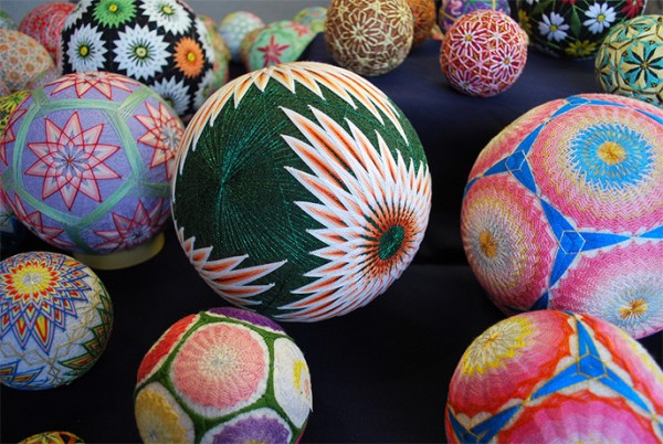 cute-beautiful-Embroided-Traditional-Japanese-Temari-Balls (9)