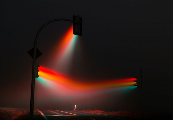 wonderful-beautiful-photos-traffic-lights-in-fog-night (1)
