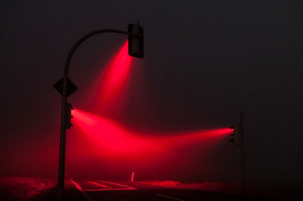 wonderful-beautiful-photos-traffic-lights-in-fog-night (2)