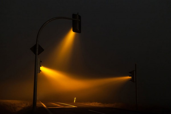 wonderful-beautiful-photos-traffic-lights-in-fog-night (3)