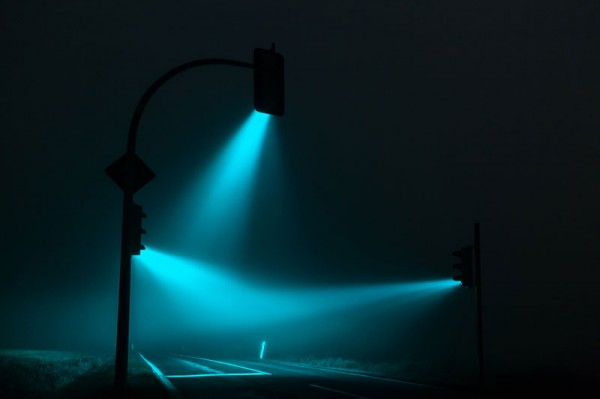 wonderful-beautiful-photos-traffic-lights-in-fog-night (4)