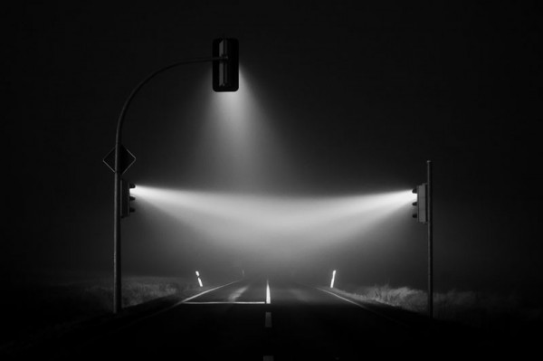 wonderful-beautiful-photos-traffic-lights-in-fog-night