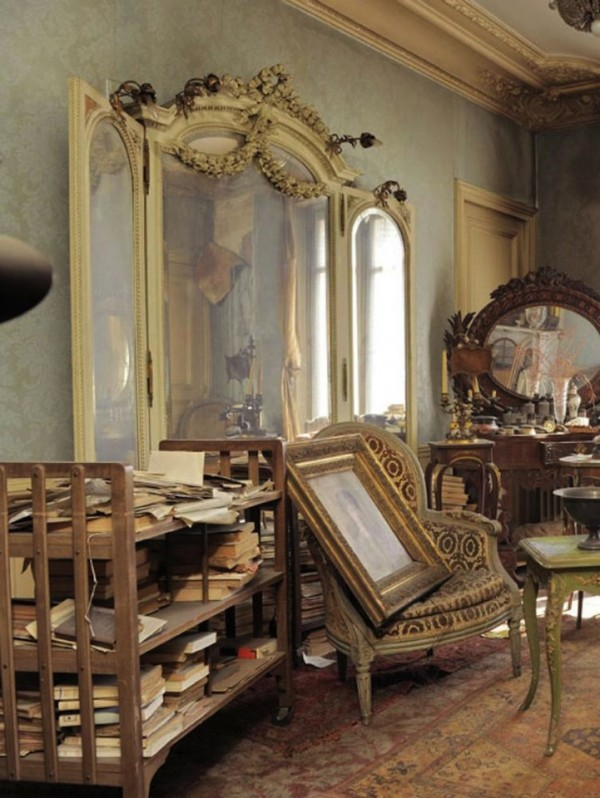 Treasure-trove-Paris-apartment-untouched-for-70-years (1)