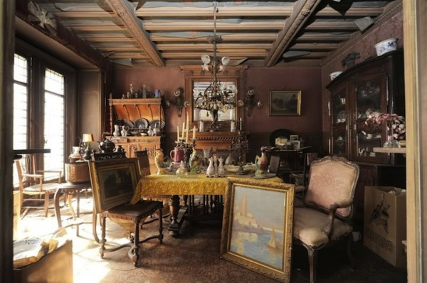 Treasure-trove-Paris-apartment-untouched-for-70-years (3)