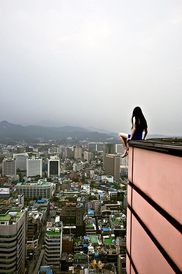 amazing-photography-crazy-Death-Defying-Photos-highest-skycrapers-edge (9)