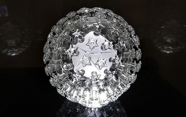 beautiful-amazing-virus-bacterium-biological-structures-glass-sculptures (5)