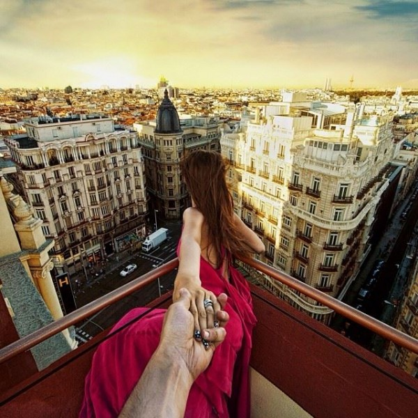 girlfriend-follow-me-around-the-world-romantic-sweet-travel