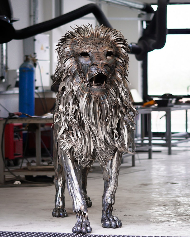 great-detailed-cool-lion-aslan-metal-sculpture (2)