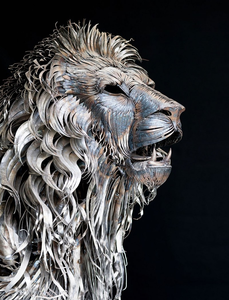 great-detailed-cool-lion-aslan-metal-sculpture