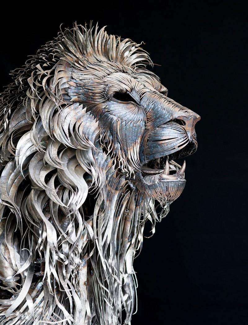 great-detailed-cool-lion-aslan-metal-sculpture