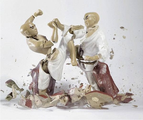 high-speed-photography-technology-camera-crashing-porcelain-figures (4)