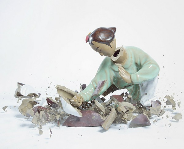 high-speed-photography-technology-camera-crashing-porcelain-figures (5)