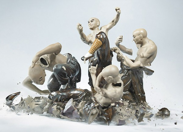 high-speed-photography-technology-camera-crashing-porcelain-figures (6)