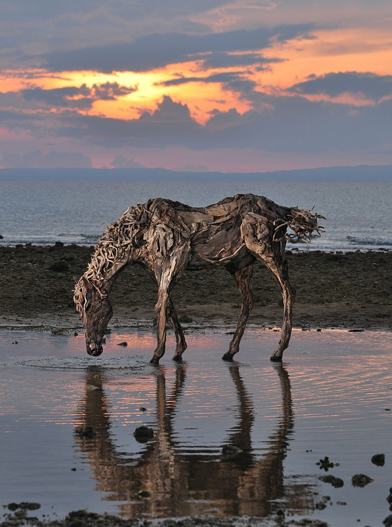 impressive-eye-catching-cool-driftwood-sculptures-horses-artwork (1)