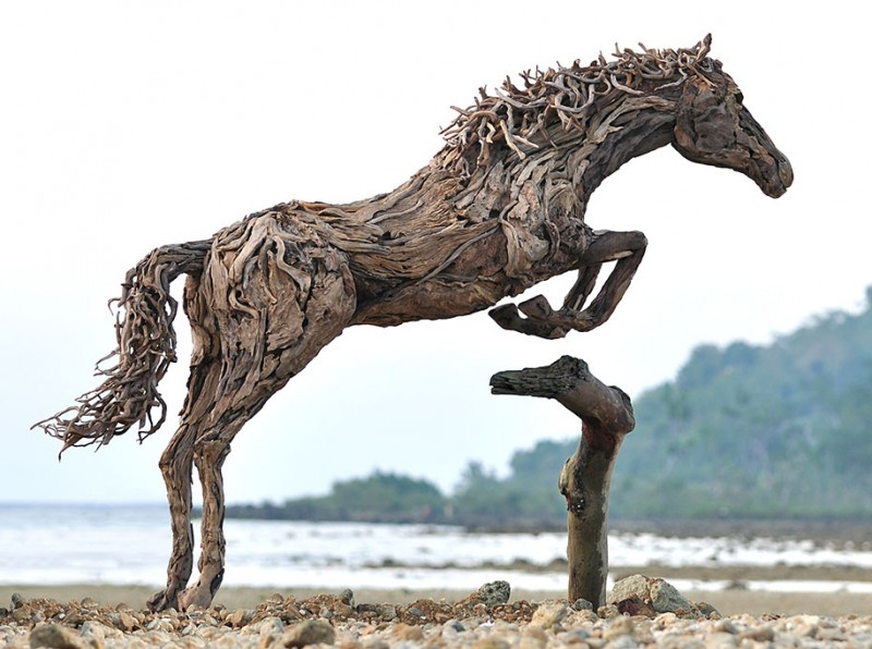 impressive-eye-catching-cool-driftwood-sculptures-horses-artwork (3)