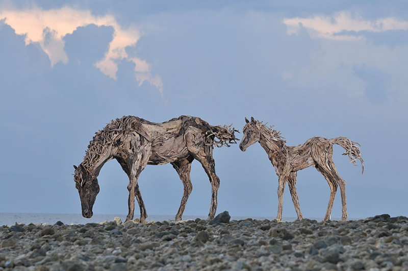 impressive-eye-catching-cool-driftwood-sculptures-horses-artwork (4)