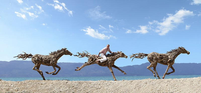 impressive-eye-catching-cool-driftwood-sculptures-horses-artwork (6)