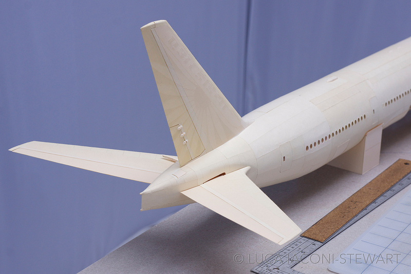 paper-folding-plane-making-art-Boeing-777-reproduction (9)