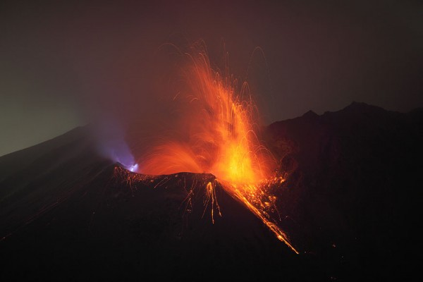 spectacular-wonderful-amazing-cool-volcanic-eruption-pictures (1)
