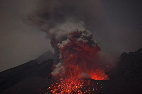 spectacular-wonderful-amazing-cool-volcanic-eruption-pictures (10)