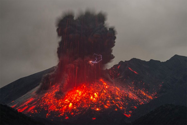 spectacular-wonderful-amazing-cool-volcanic-eruption-pictures (14)