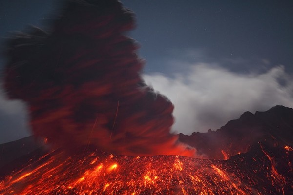 spectacular-wonderful-amazing-cool-volcanic-eruption-pictures (17)