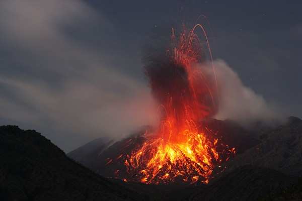 Spectacular photos of volcanic eruption by Martin Rietze ...