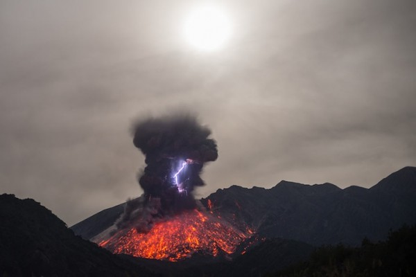 spectacular-wonderful-amazing-cool-volcanic-eruption-pictures (8)