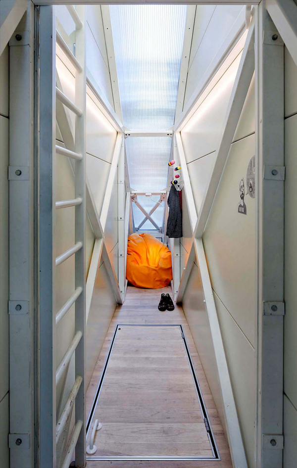 worlds-thinnest-narrowest-House-apartment-art-installation (1)