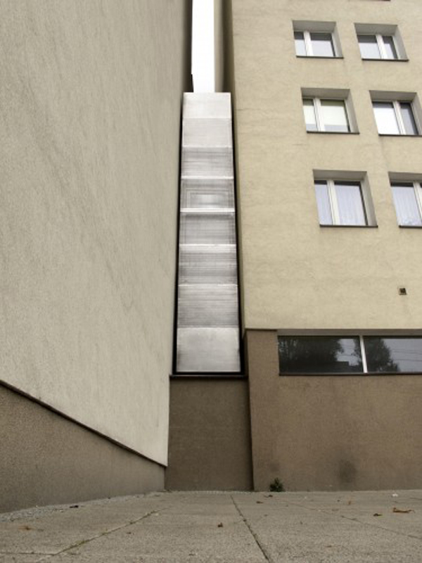 worlds-thinnest-narrowest-House-apartment-art-installation (7)