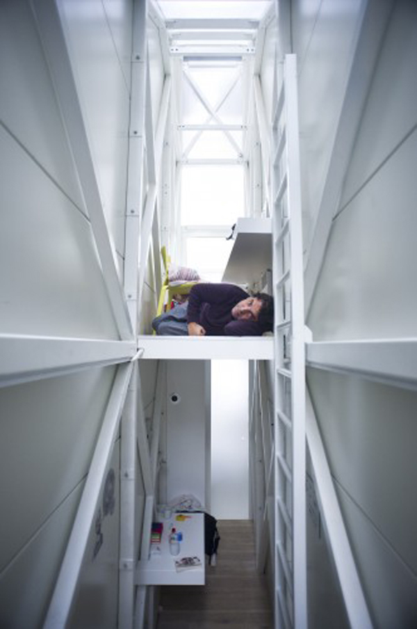 worlds-thinnest-narrowest-House-apartment-art-installation (8)