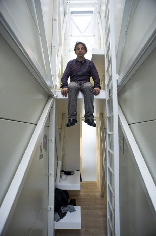 worlds-thinnest-narrowest-House-apartment-art-installation (9)