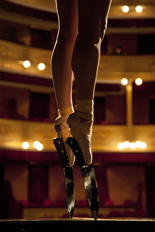 amazing-performance-ballet-dance-knife-shoes-on-piano-classical-art (1)