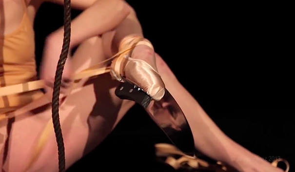 amazing-performance-ballet-dance-knife-shoes-on-piano-classical-art (2)