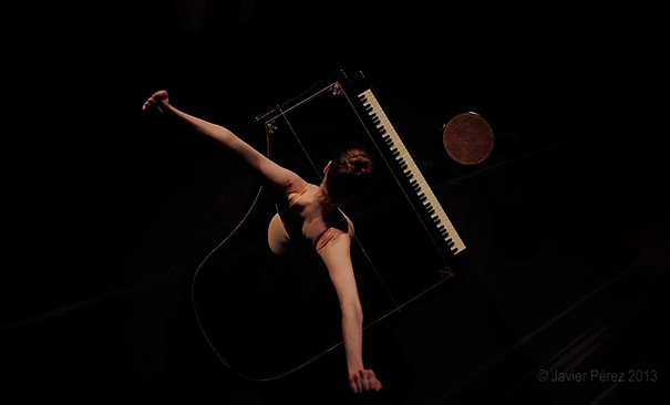 amazing-performance-ballet-dance-knife-shoes-on-piano-classical-art (5)
