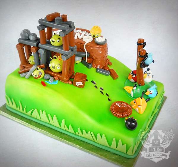 funny-coolest-eye-catching-video-games-animation-cakes-design (7)